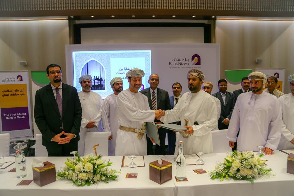 Bank Nizwa Signs Omr19.5 Million Financing Facilities With Raysut Cement Company