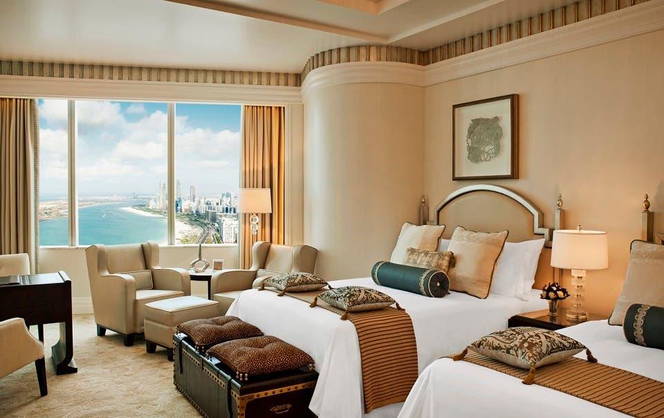 فندق سانت ريجيس أبوظبي يقدم عروض مغرية للعائلات خصم 30% على برنش الجمعة مع إقامة فاخرة في الصيف