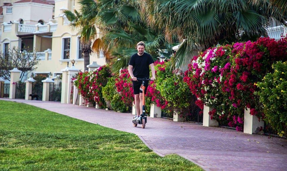 """""""الحمرا"""" تتعاون مع شركة سرك لتوفير دراجات السكوتر الكهربائية في وجهاتها الرئيسية"""