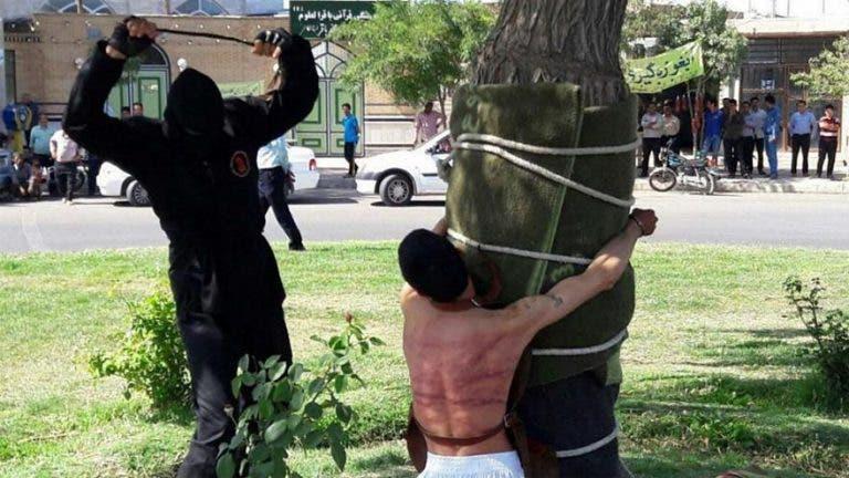 إيراني بتهمة تعاطي الكحوليات سنة..