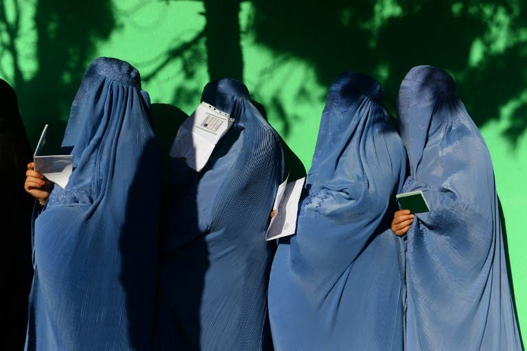 Afghan women wait in line to vote at a polling centre for the country's legislative election in Herat province on October 20, 2018. HOSHANG HASHIMI / AFP