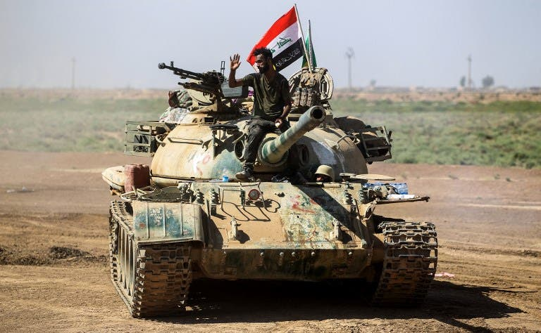 A picture taken on October 6, 2017 shows a tank belonging to the Hashed al-Shaabi (Popular Mobilisation) paramilitaries advancing towards villages between the northern Iraqi cities of Hawija and Kirkuk