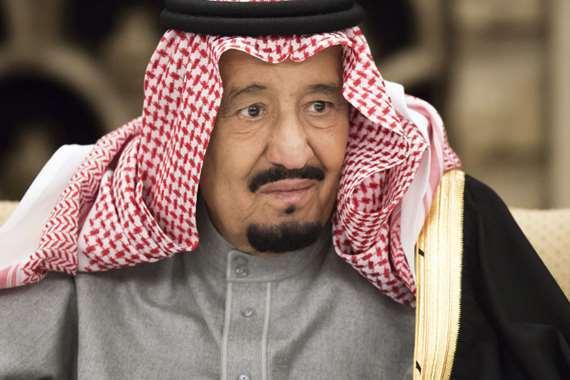 صور  عفوية  تجمع الملك سلمان بحفيده عبد العزيز تجتاح  تويتر    البوابة