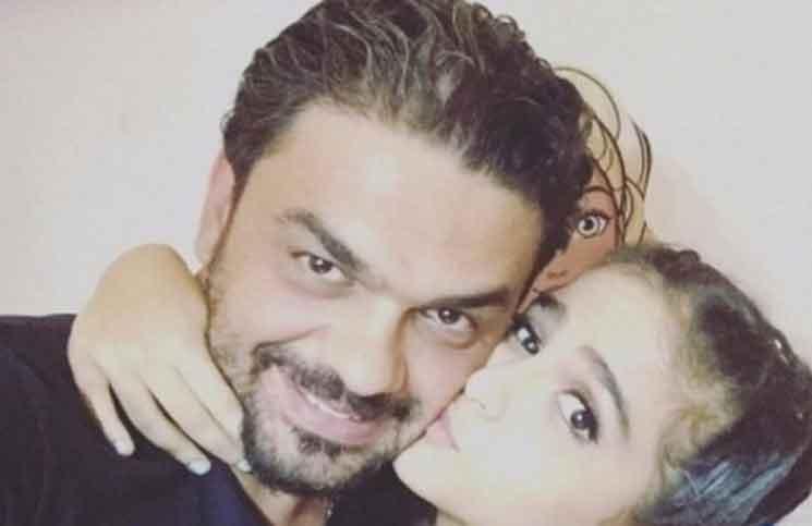 ردة فعل حلا الترك تصدم جمهورها بعد انتشار خبر إصابة والدها بورم خطير!   البوابة
