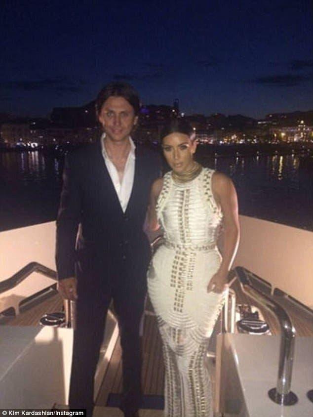 Photoshop Fail, Kim Kardashian's Instagram Snap