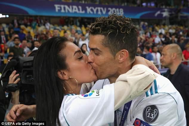 Georgina Rodriguez Hd Wallpapers Download: بالقبلة الرومانسية .. هكذا احتفلت جورجينا رودريغز بفوز