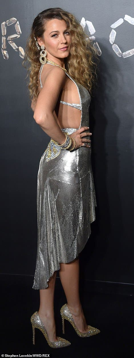 6924620-6453333-Showstopper_Blake_Lively_dazzled_in_a_high_low_silver_Versace_go-a-75_1543809528199.jpg