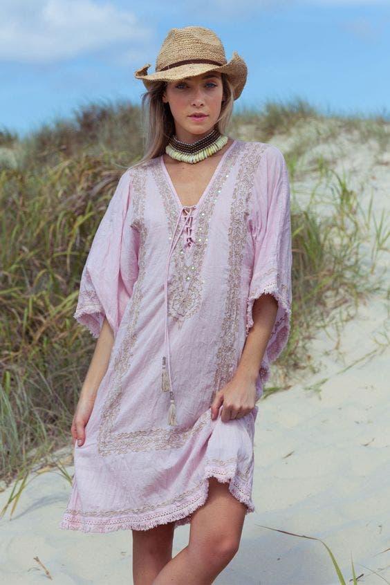 91230cbacdaa5 بالصور  أجدد الفساتين الملائمة لأجواء الشاطئ