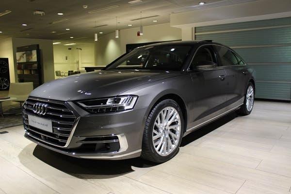 أودي تكشف عن سيارة A8 الجديدة في معرضها بمدينة العين   البوابة