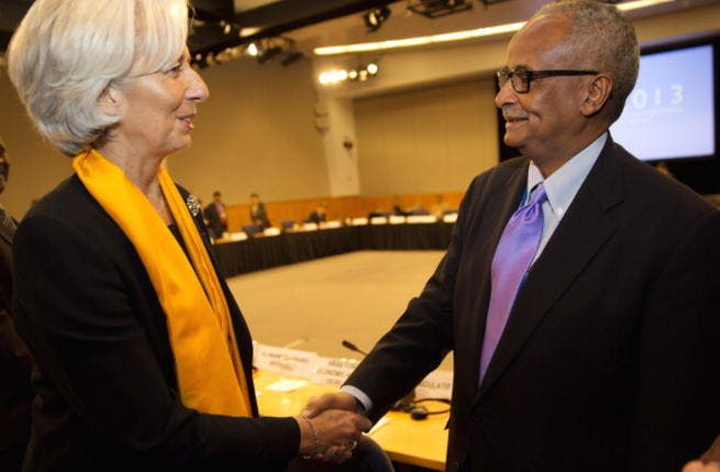 IMF Managing Director Christine Lagarde (L) greets Somalia's Bank Governor Abdusalam Omer (R) during a meeting with members of MENA, April 21, 2013 at the IMF Headquarters in Washington, DC.