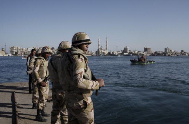 Egyptian soldiers stand guard at the Suez Canal (Getty images).