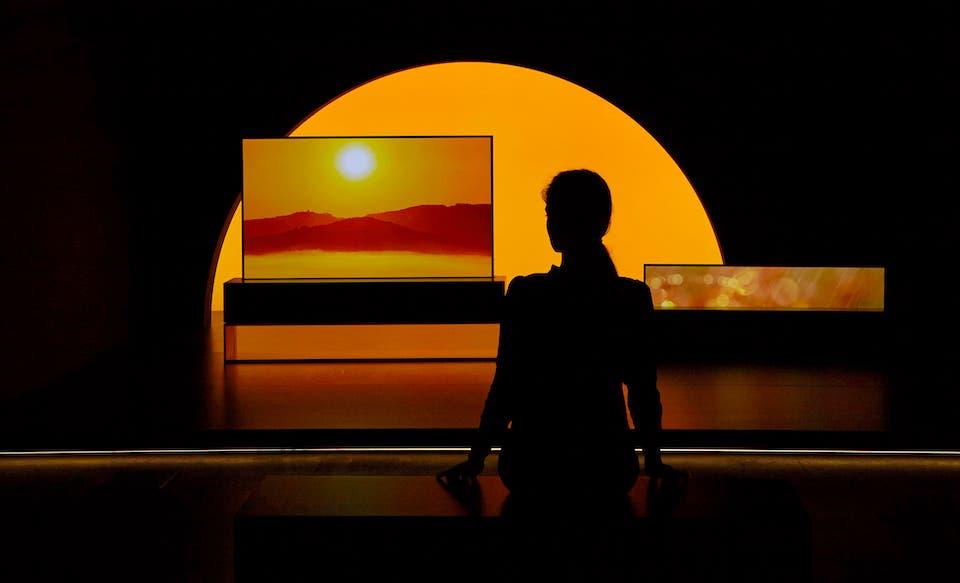 تلفاز إل جي إلكترونيكس القابل للطي بتقنية OLED يتألق في أسبوع ميلان للتصميم   البوابة