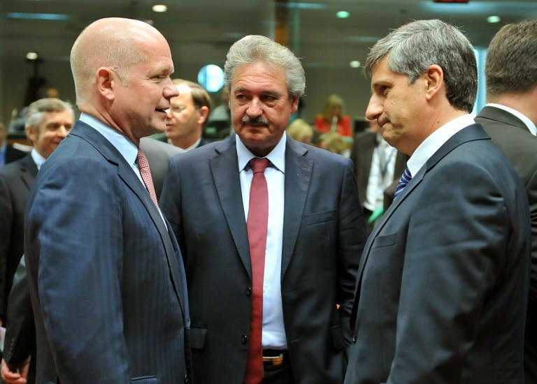 United Kingdom Secretary of State for Foreign and Commonwealth Affairs William Hague speaks with Luxembourg Foreign Affairs minister Jean Asselborn and Austrian Foreign minister Michael Spindelegger prior to a Foreign Affairs Council on May 27 (AFP/ George Gobet)