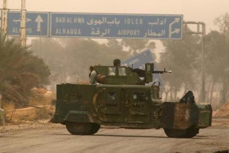 مركبة عسكرية تابعة للمعارضة السورية في حلب يوم الجمعة
