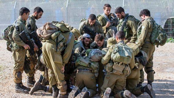 مستوطنون يهاجمون قرية فلسطينية