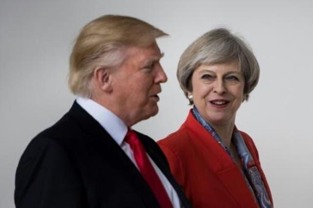 ارشيف/ الرئيس الاميركي دونالد ترامب ورئيسة الوزراء البريطانية تيريزا ماي