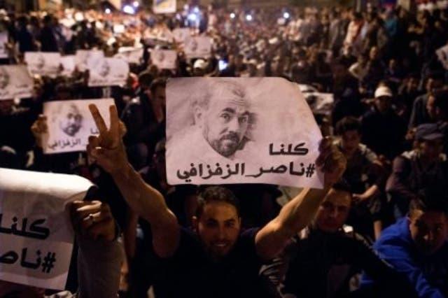 متظاهرون يحملون صور ناصر الزفزافي