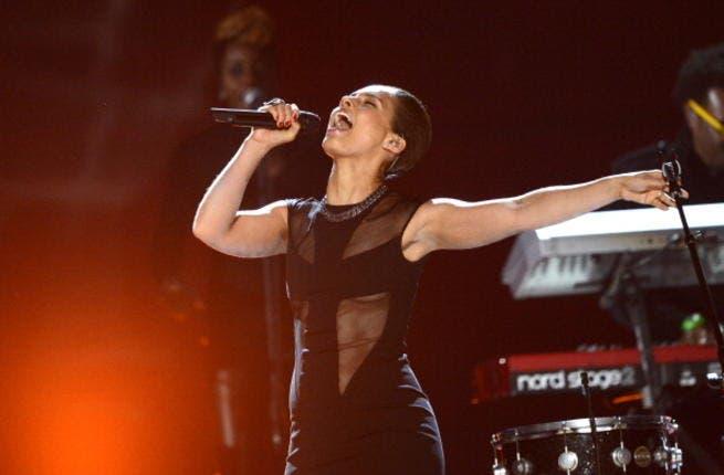 Alicia Keys belts it out in concert