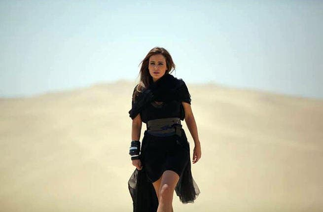 Carole Samaha kicks the dust off her feet in the Egyptian desert while filming her new clip. (Image: Facebook)