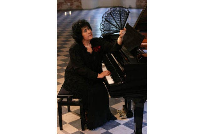 Polish pianist Mariola Cieniawa can fan herself and play at the same time.