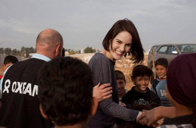 Michelle Dockery, Downton Abbey's Lady Mary, loves on Syrian refugees in Zaatari. (Image: Facebook)