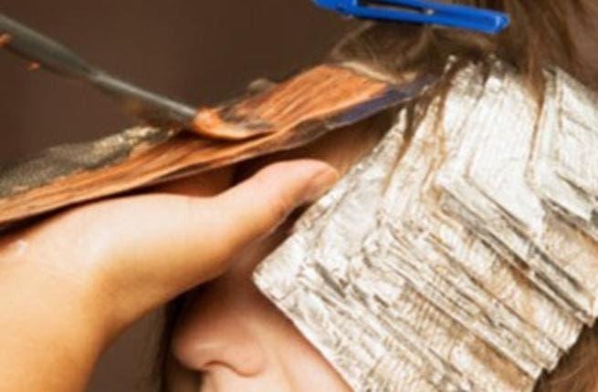 يجب استعمال منتجات تلطيف وحماية للشعر المصبوغ لمنع تلف الشعر