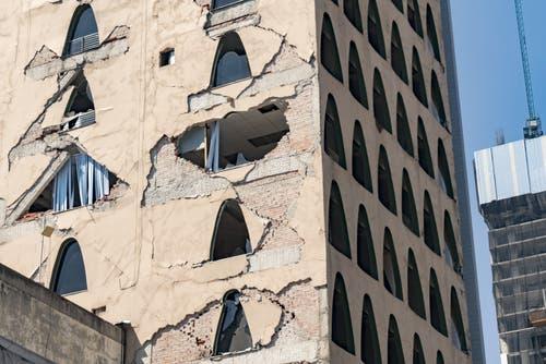 10 تعليمات في حالات الزلازل والهزات الأرضية
