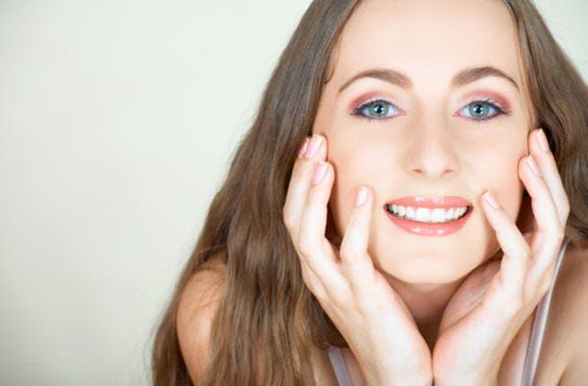 تُعد الخدود الممتلئة والبارزة من أهم مظاهر جمال الوجه
