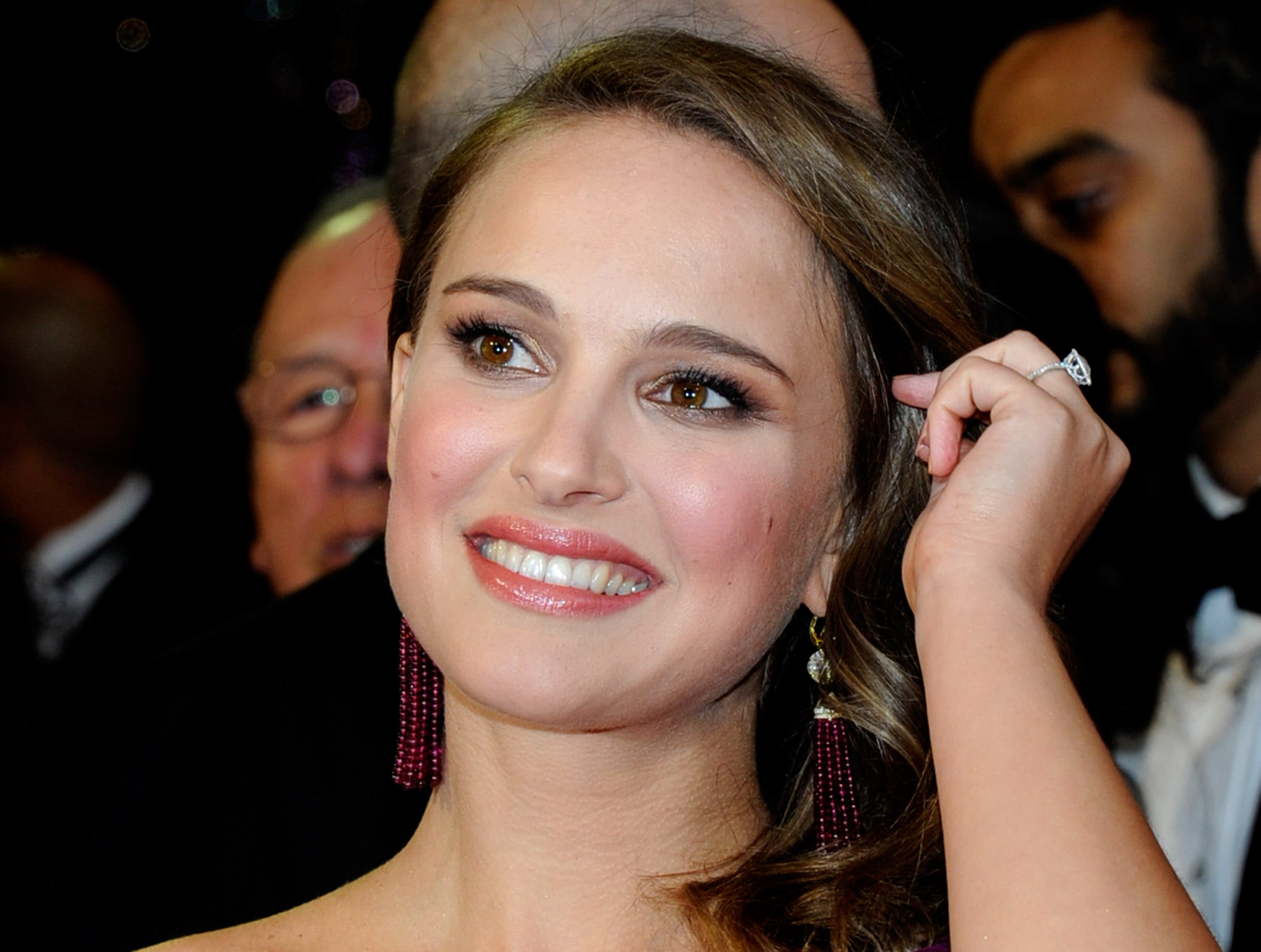 Israel-born actress Natalie Portman shows off her Hebrew ...