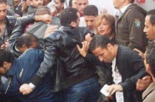 Laila Elwi apparently getting attacked in Tahrir