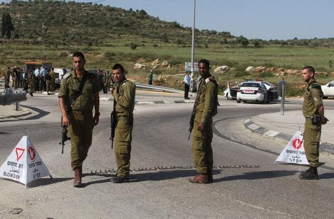 Israeli security forces gather near the site where an Israeli settler was stabbed in the Tapuah junction near the northern West Bank city of Nablus (AFP PHOTO /JAAFAR ASHTIYEH)