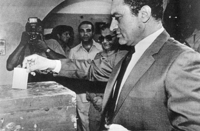 EGYPTE, Cairo : Vice-President Hosni Mubarak casts his vote, 13 October 1981, during a national referendum to decide whether he will succeed the slain President Anwar Sadat as leader of Egypt. Mubarak came to office as Egypt's fourth president after late President Anwar Sadat was slained by a group of military Islamist fundamentalists with allegiance to the Al-Jihad during a military parade 06 October 1981 and has remained in power ever since, being re-elected five times.