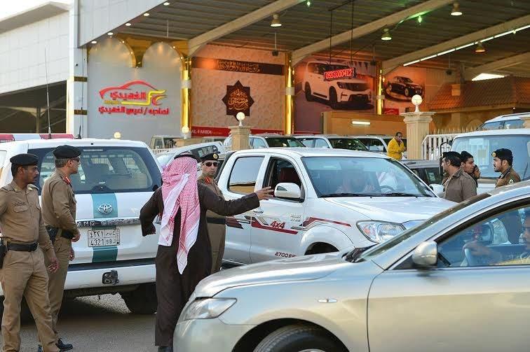 تفحيط  الملك خالد  لدى مرور الرياض