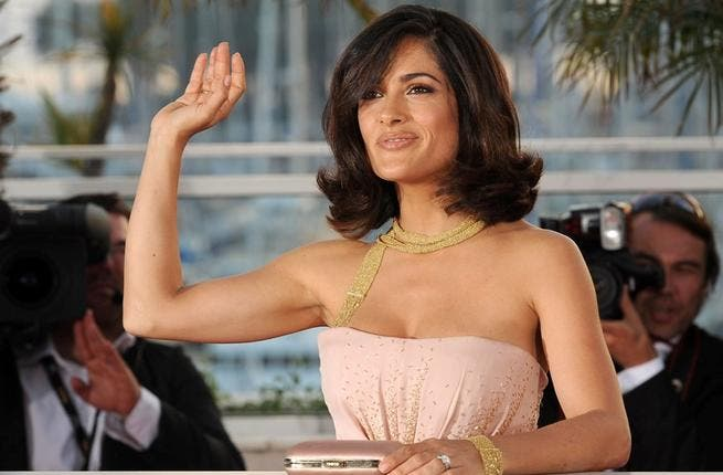 Salma Hayek: It's no secret that this sizzling Mexican is of Spanish & Lebanese extract. Her father hails from Lebanon. Her name has served the actress, director & producer well, as she bagged Best Actress for her role as Frida Kahlo. She rose to fame alongside Antonio Banderas in 90s film 'Desperado' - now one of Hollywood's elegant beauties.