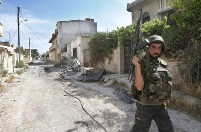 A Syrian army soldiers holds up his weapon during a battle against opposition fighters in the city of Qusayr, in Syria's central Homs province. (File photo: AFP)