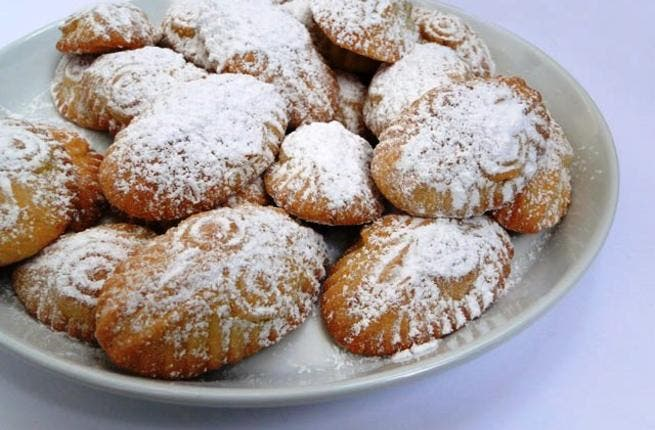 Mamoul: Date cookies, as habitually consumed as part of the Muslim Eid, are enjoyed, and offered, at Easter in the Arab world.