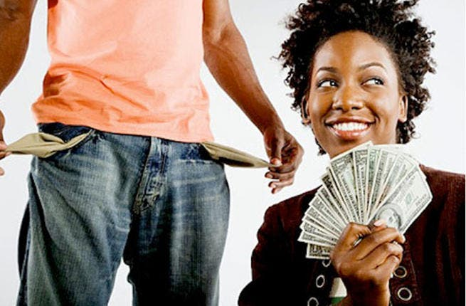 Male relations are the traditional gift givers. They must spend on all the  females of the family, from sisters to wives and daughters -- and seemingly everybody's 'young', which is quite the big spending! One honest man told us that he dreaded his sister's Eid visit - his bank balance couldn't bear the weight of another Eidieyeh (or Eid gift!)