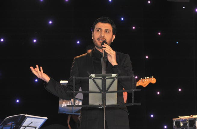 Majid Al Mohandes, Prince of Arabic singing, performed an impressive 4 hours feat of non-stop singing delighting the Arab fans of London- resident and visiting.