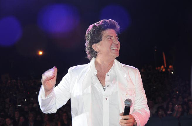 Arabic returnee singer Waleed Tawfeeq held a concert in North Tripoli, hosted by Manar University for Tourism.