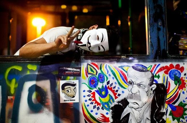 When revolutioneering, it's essential to get your message right, or the whole thing fizzles out. This slumped chap is clearly an amateur! Guy Fawkes? V for Vendetta? Either way, that's definitely a victory sign. Or a peace sign. Or an order for two much-needed coffees