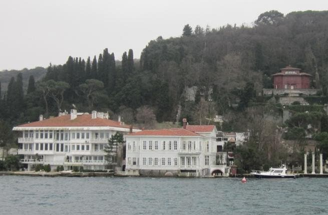 People on boat cruises on the Bosporus are met with tour guides who know to point out the famous landmarks from the soaps and with bemusement, tell tourists that it is much more popular with Arab viewers than with Turks.