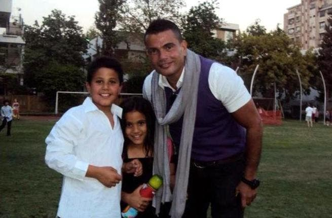 Taking time to 'focus on his family' is no reason for Egyptian megastar, Amr Diab, to let up on the self-promotion. The break from making an album has allowed him to post up as many pictures as possible of himself with kids in tow on Facebook, Twitter, or anywhere that will take them.