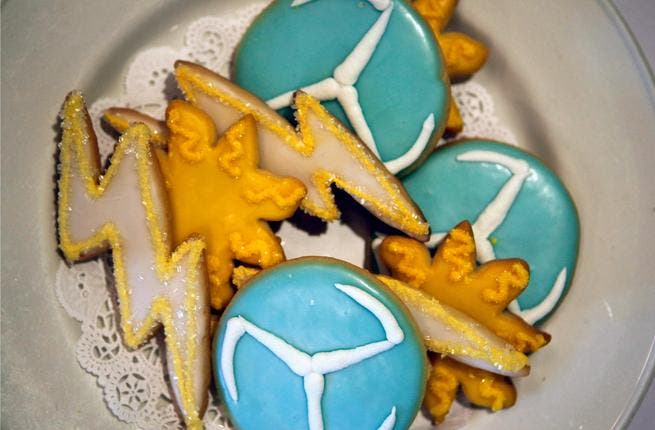 Seasonal biscuits- in the Arab world, certain cookies are served for Easter.