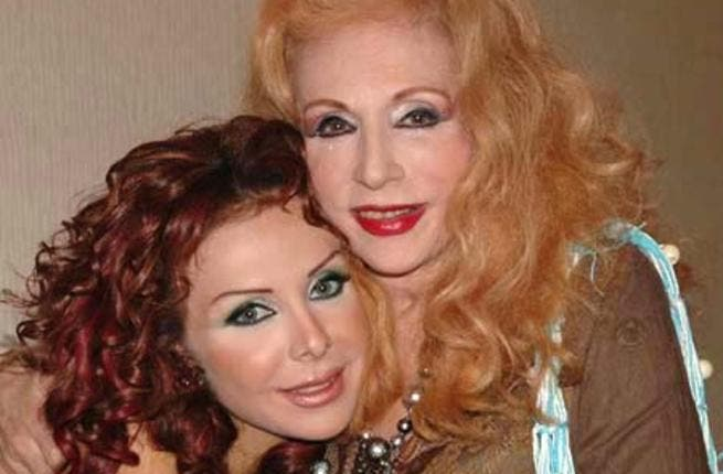 With Haifa's Sis: The region's glamor queen Sabah, also surrounds herself with other celebrities. Here supporting Rula Saad.