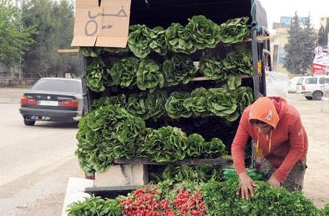 Getting your 5-a-day (fruit n veg n prayers) just got more expensive than an imported Kobe beef burger. With produce prices increase 100% in some areas due to a labor shortage, residents are forgoing their fattoush and sticking with whatever foods they can get on the cheap. Time to put the green of Saudi's flag back into the national work-force?