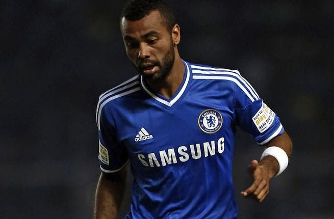 Ashley Cole's England place under threat, warns Hodgson