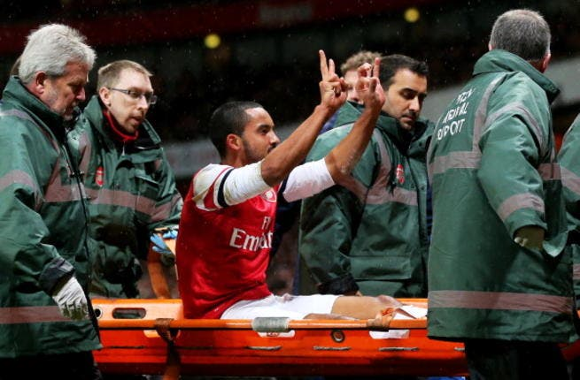 Arsenal's Theo Walcott set to miss up to six months due to injury