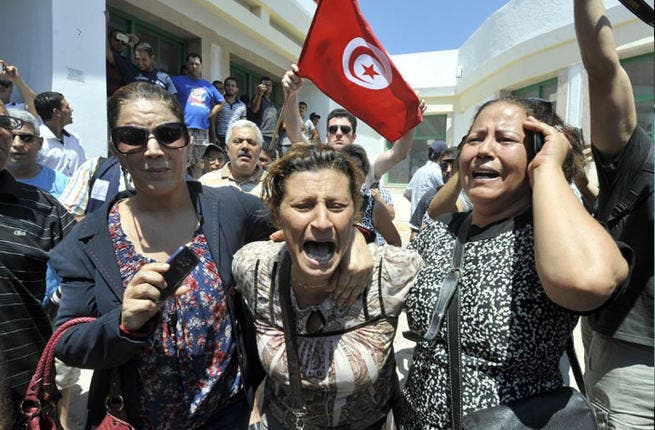 TUNISIA, ARIANA : Tunisians react outside a hospital after the killing of the opposition politician Mohamed Brahmi on July 25, 2013 in Ariana, outside Tunis. AFP PHOTO / FETHI BELAID