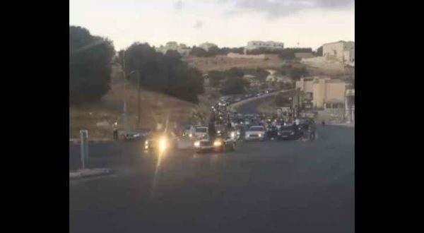 بالفيديو: احتفالًا بتخريج طالب.. إطلاق نار وإغلاق شارع عامٍ في الأردن   البوابة