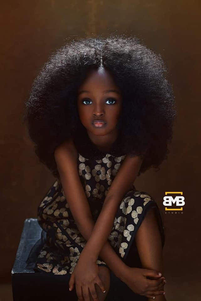 طفلة نيجيرية تُشعل السوشيال ميديا